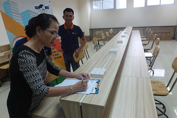 Lễ ký kết Việt Tiên Lab Group tặng 87 ghế cho KTV phòng Lab cho Khoa RHM